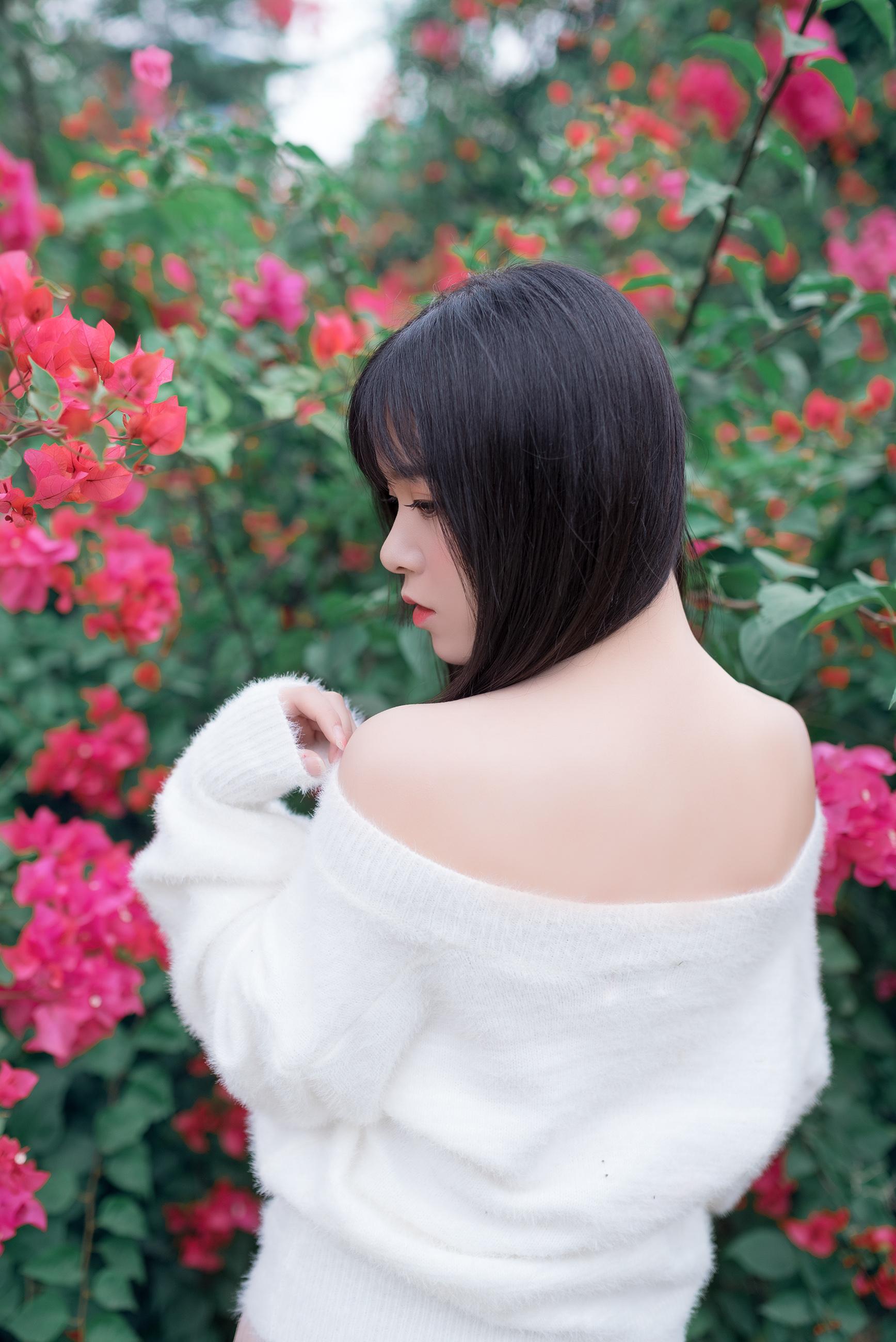 q7J2hUep o - 肩上的花