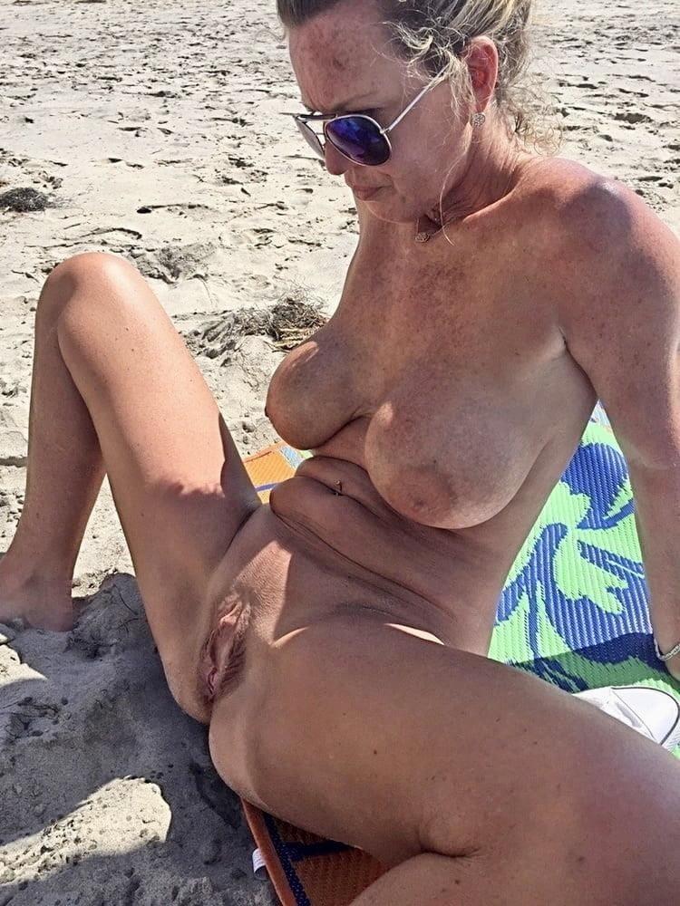 Older women cunnilingus-9493