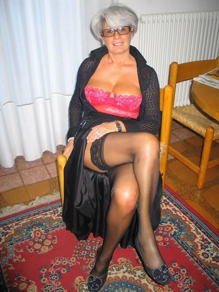 Amateur granny stockings pics-8976