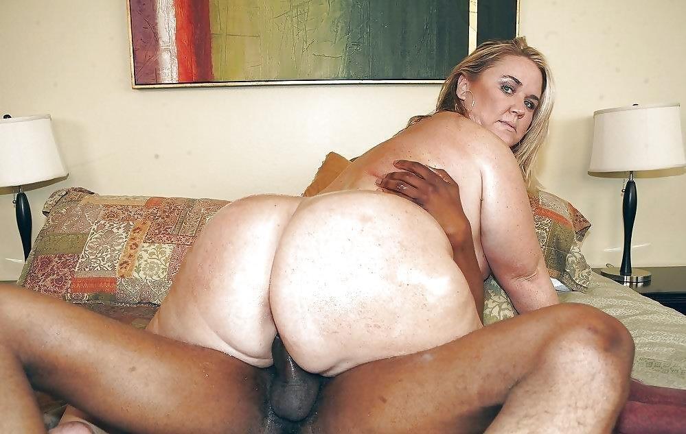 Chubby women having sex-8594