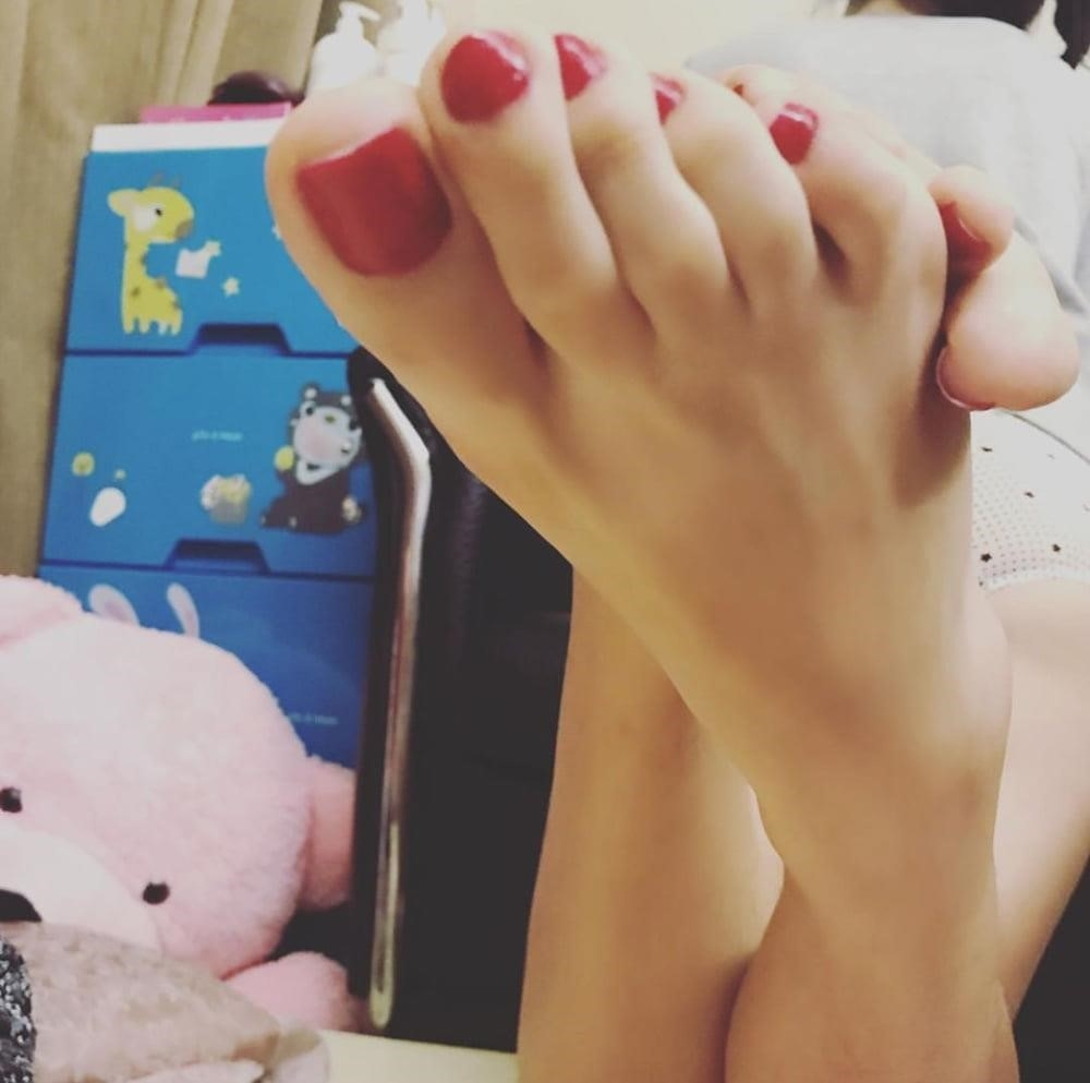 Forced licking feet-1172