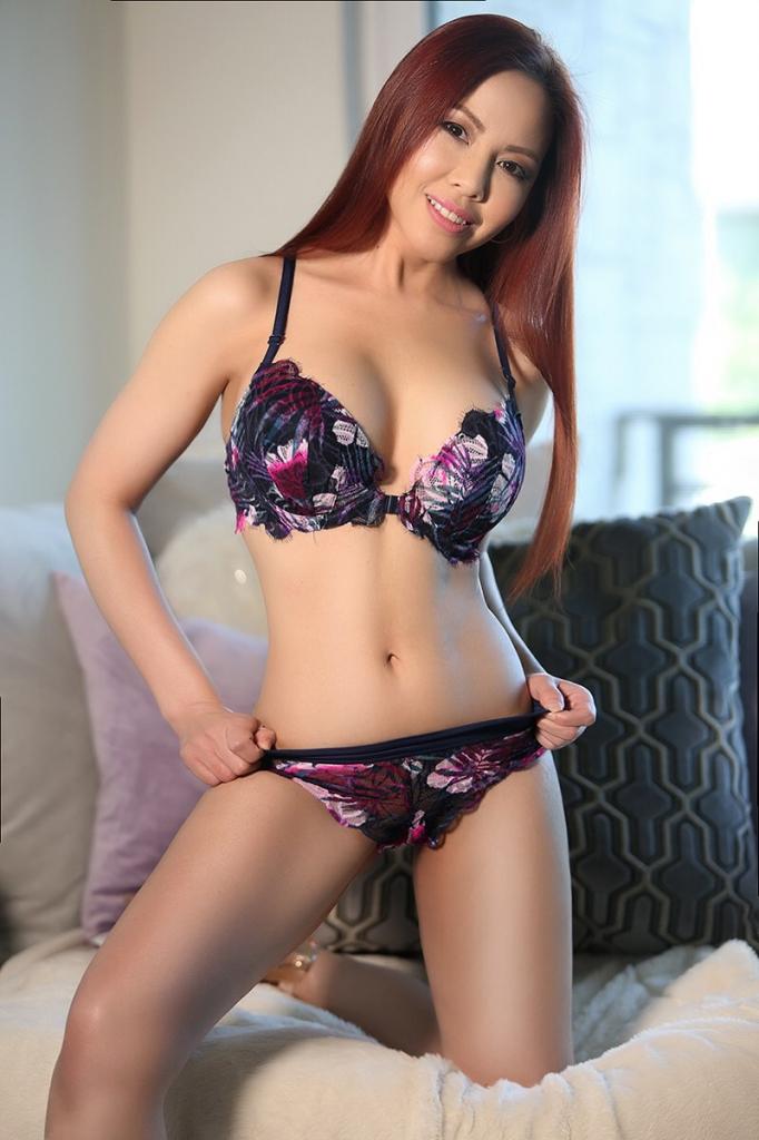 Petite Young Asian Escort Nina
