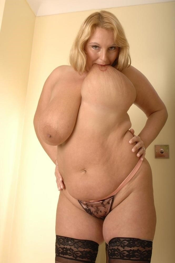 Mature in stockings pic-8038