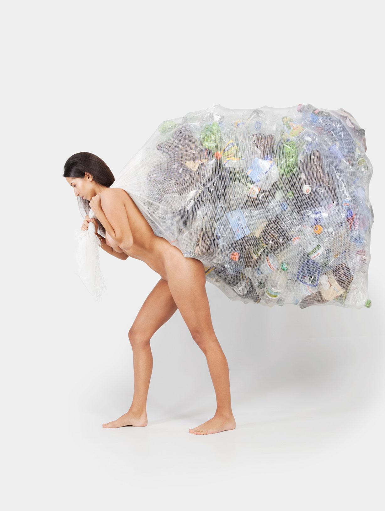 Сортировка мусора / социальная реклама с голыми девушками / Bird in Flight