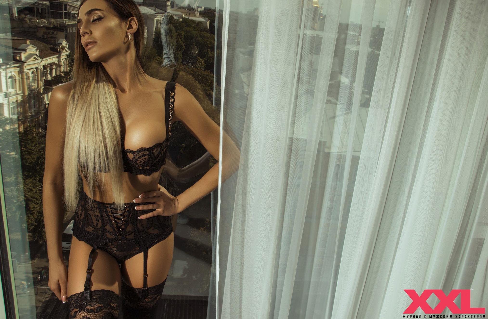 Актриса, модель и телеведущая Эмма Ди в нижнем белье в мужском журнале XXL / фото 01