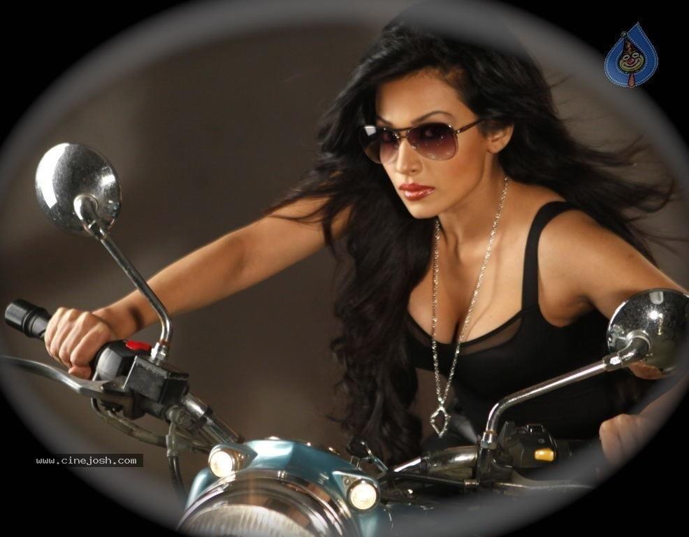 Asha saini hot kiss-2577