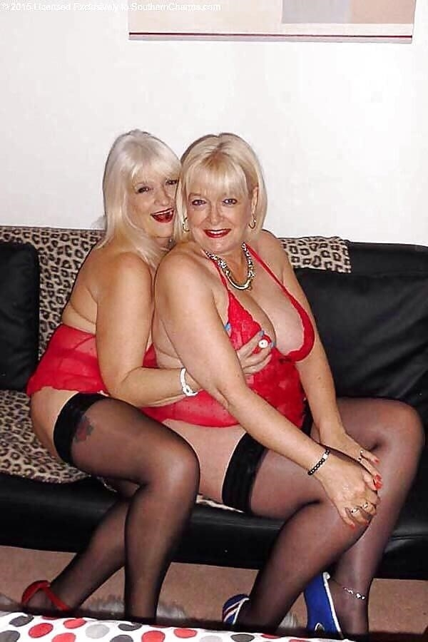 Sexy boobs feeding-2809