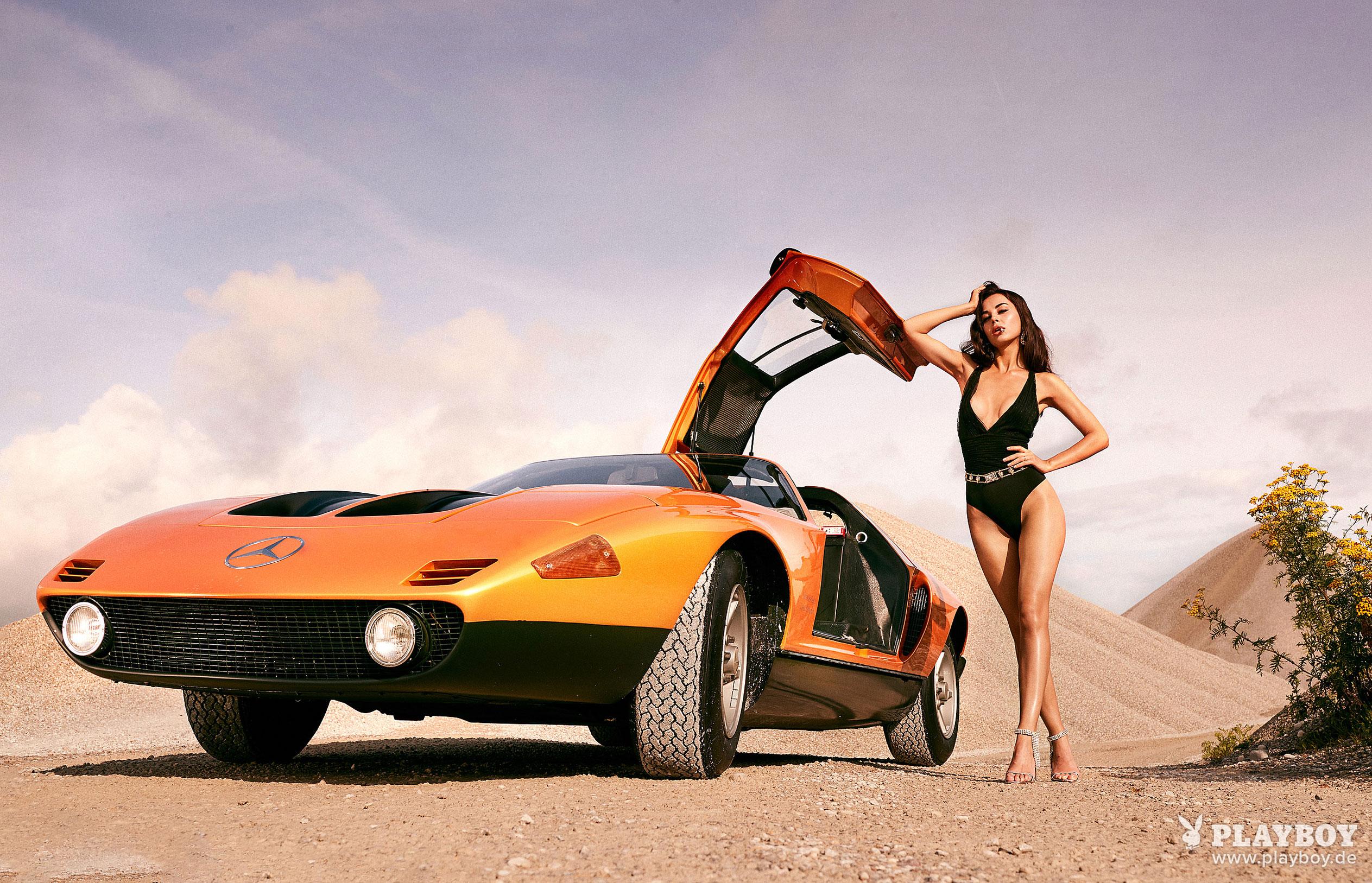 Сексуальная и голая Вероника Климович позирует вместе с легендарным Mercedes-Benz C 111 / фото 04