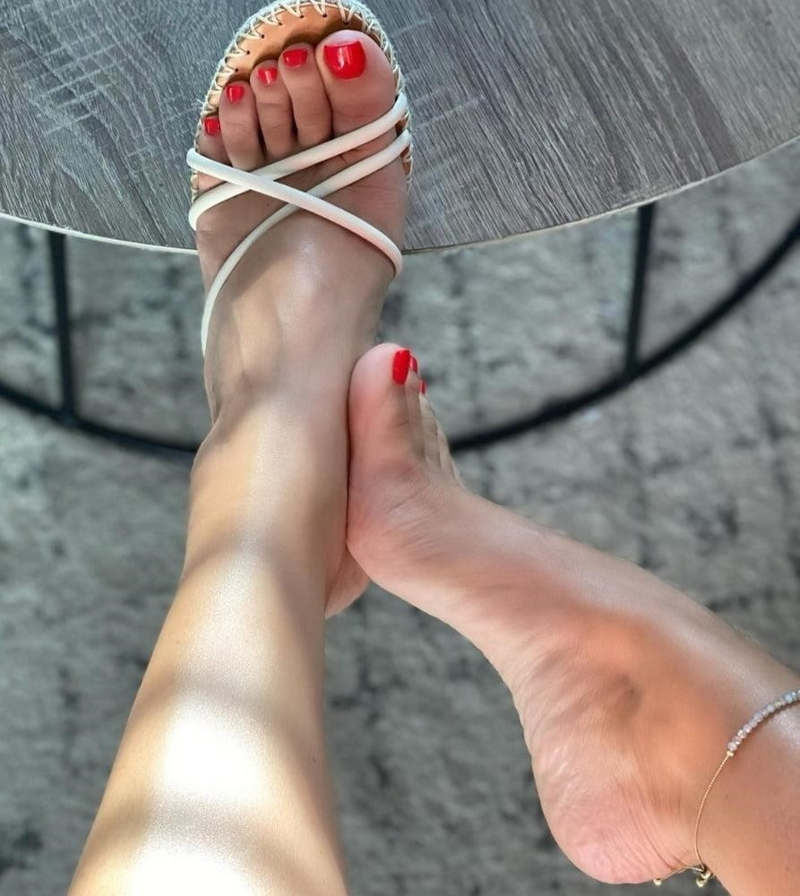 Hot feet domination-8383