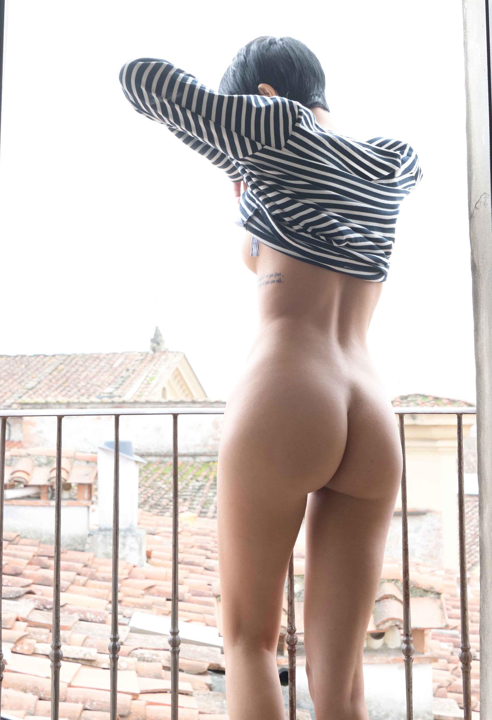 голая Таня у окна / фото 08
