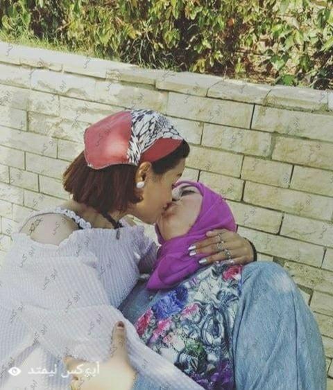 Lesbian navel kiss-4346