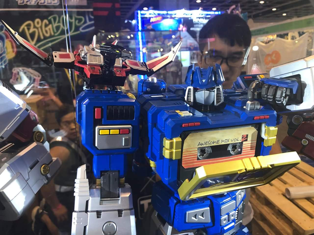 Figurines Transformers G1 (articulé, non transformable) ― Par 3A, Action Toys, Fewture, Toys Alliance, Sentinel, Kotobukiya, Kids Logic, Herocross, EX Gokin, etc - Page 6 40cm4BD6_o
