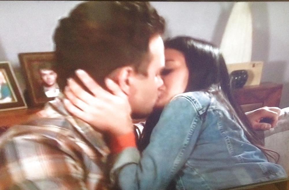 Black lesbians kissing pics-1402