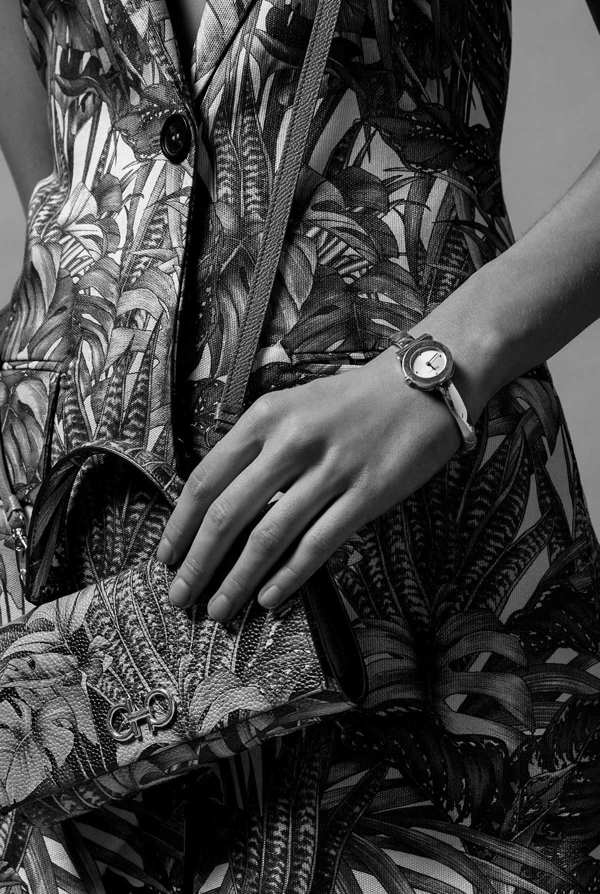 Модные сумочки Salvatore Ferragamo в исторических интерьерах / фото 08