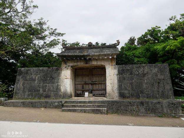 圓比屋武御嶽石門