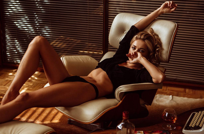 Выпивка в интимной обстановке с сексуальной Дашей Литвин / фото 01