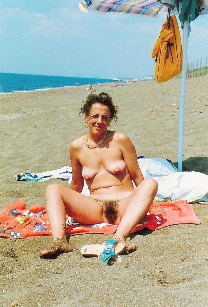 Public beach swinger-1587