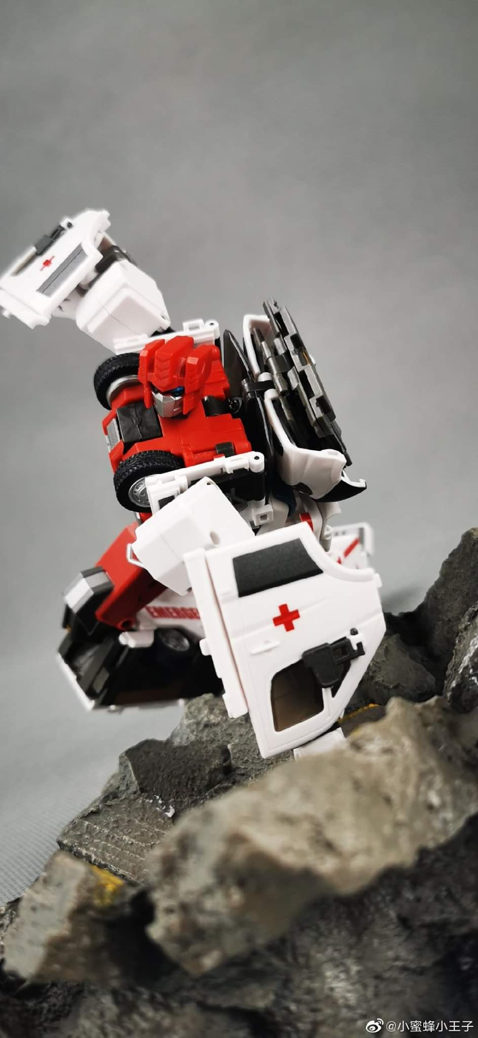 [Generation Toy] Produit Tiers - Jouet GT-08 Guardian - aka Defensor/Defenso - Page 2 MLgIWtu0_o