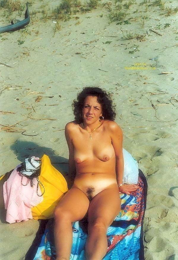 Public beach swinger-5273