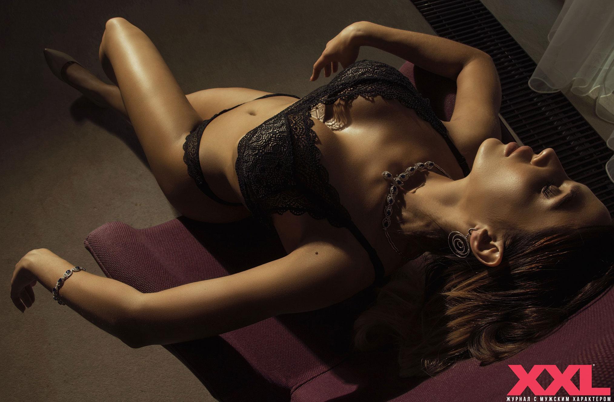 Актриса, модель и телеведущая Эмма Ди в нижнем белье в мужском журнале XXL / фото 04