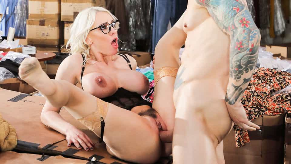 Kenzie Taylor, Alex Legend – Seductive Milf Nails Client – Hands On Hardcore – DDF Network