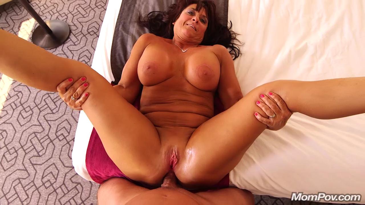 Claresa – Horny MILF Exploring Sexuality – Mom POV