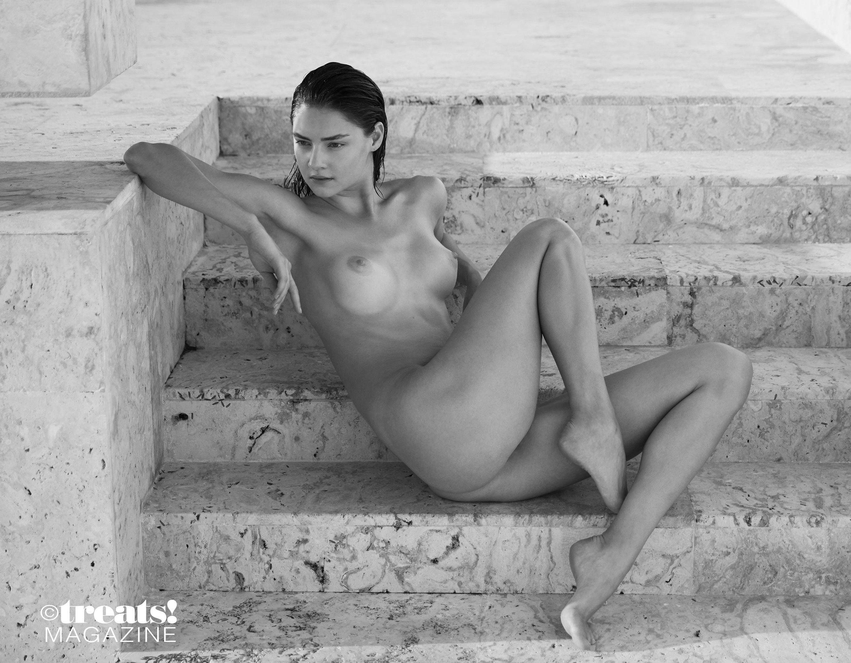 голая Вика Левина на страницах журнала Treats! / фото 07