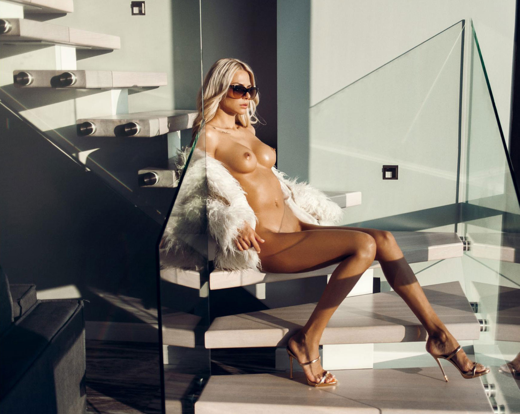The Beauty is White / Liza Svistunova by Evgeniy Potanin / Volo Magazine february 2018