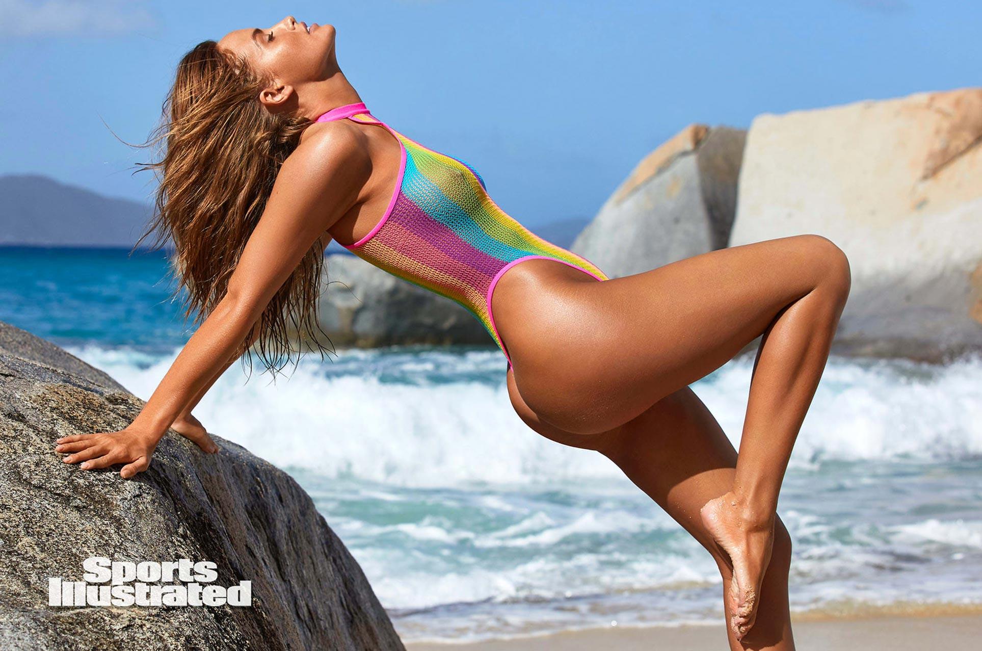 Хейли Калил в каталоге купальников Sports Illustrated Swimsuit 2020 / фото 01