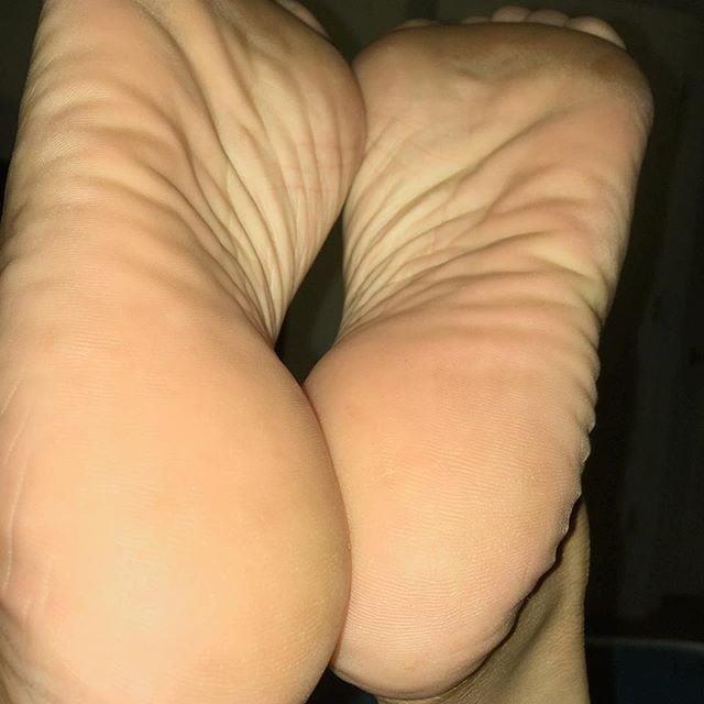 Feet joi cam-3354