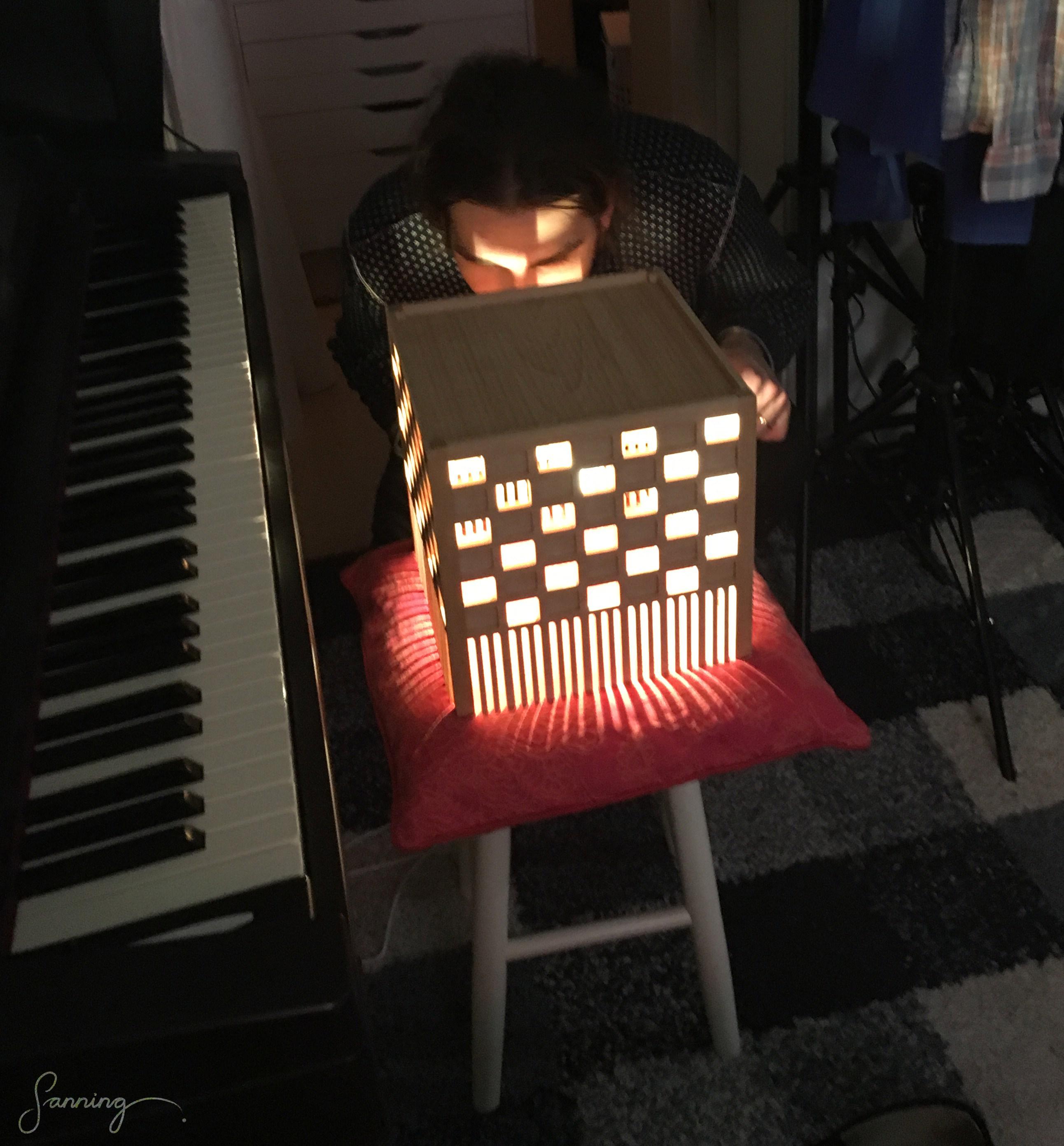 """Arkipelago\Möbelworkshop – """"HL2-lampa"""" [armatur] – första test av ljus med lampan monterad"""