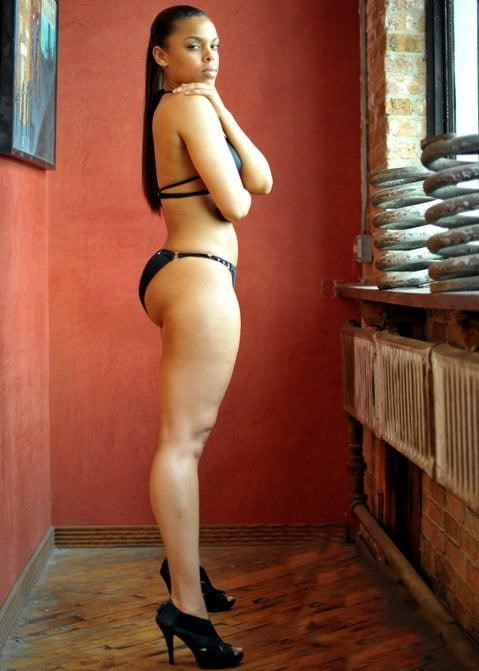 Black curvy nude women-2200