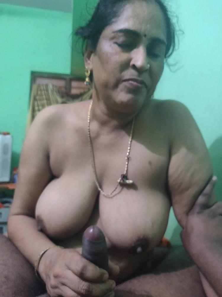 Reshma aunty nude-1077