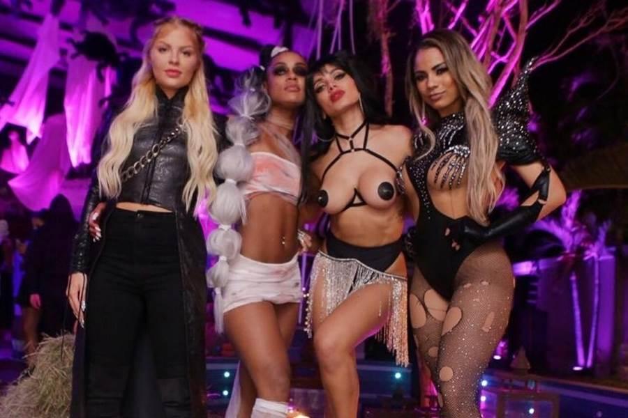 Anitta com fantasia erótica