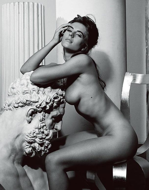 Elizabeth hurley nude pictures-6684
