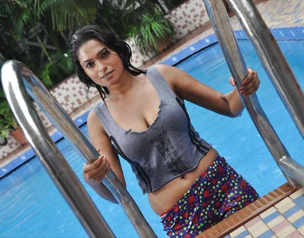 Bollywood actress big boobs photos-9842
