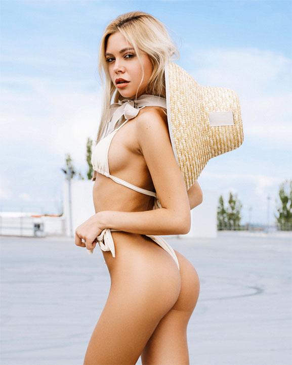 голая девушка в соломенной шляпке / фото 07