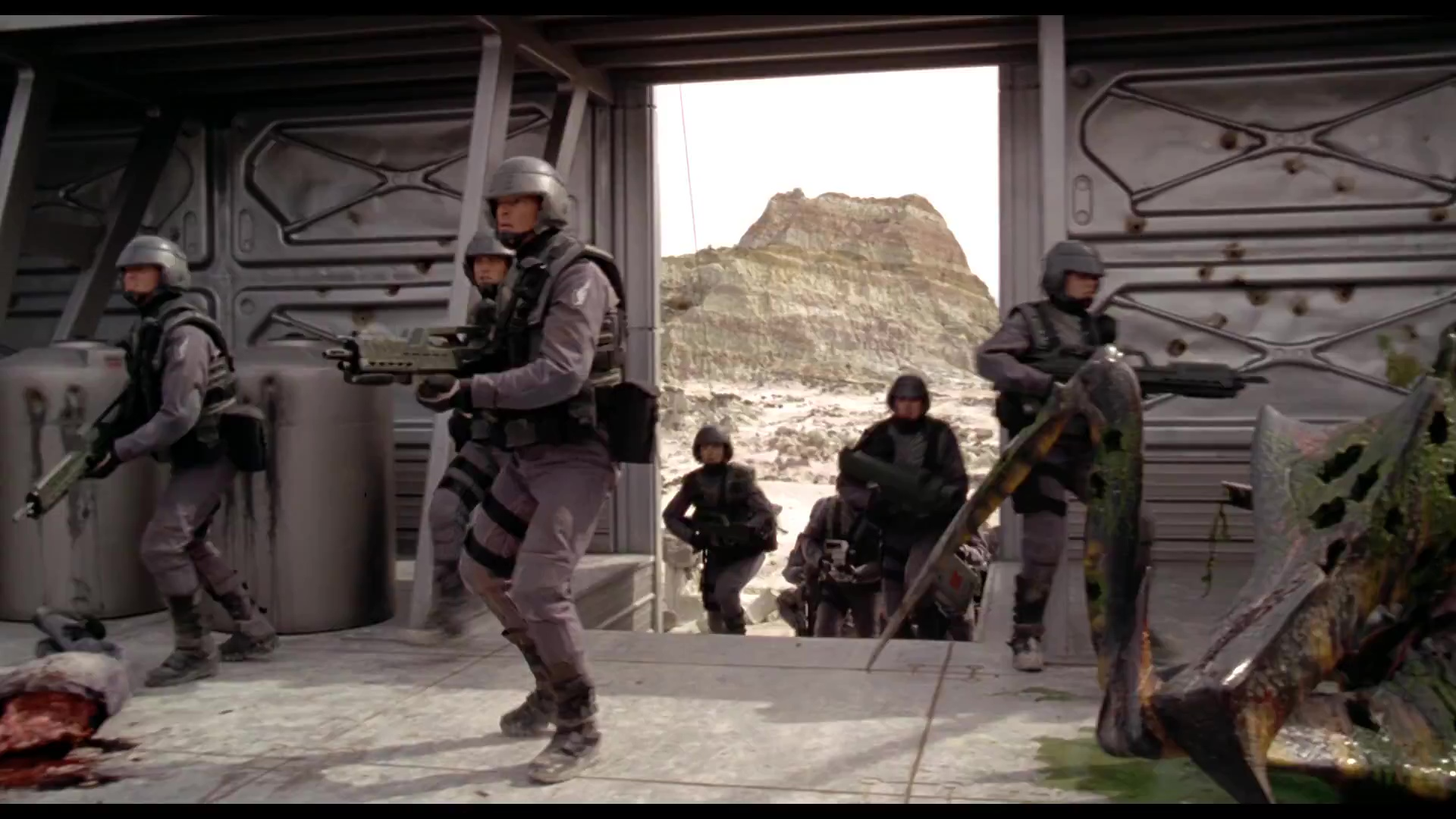 Invasion 1080p Lat-Cast-Ing[Ficcion](1997)