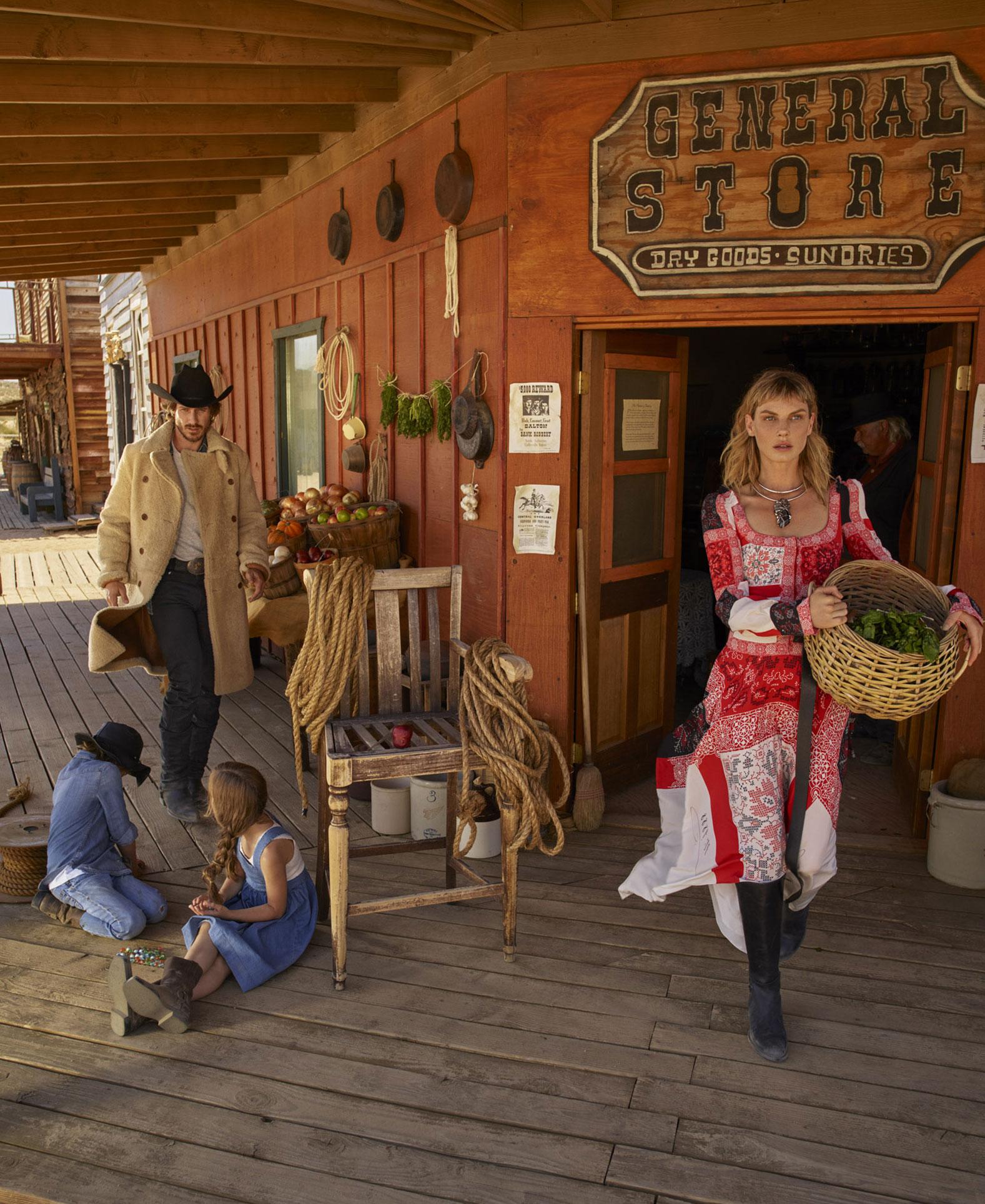 Анджела Линдвалл с Райаном и детьми осваивают Дикий Запад / фото 06
