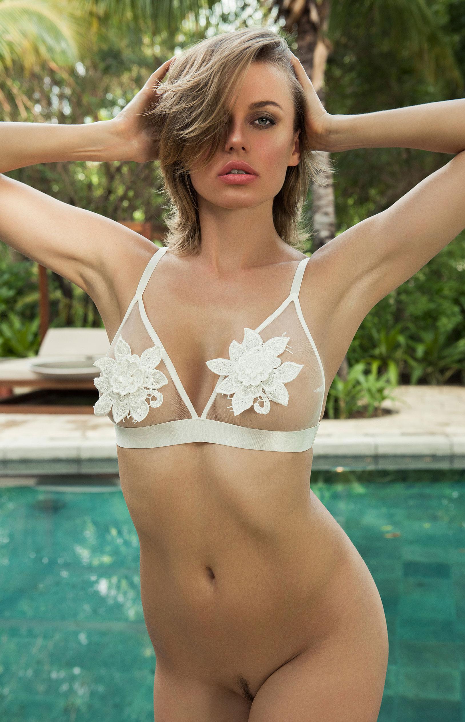 голая Ольга де Мар в бассейне / фото 06