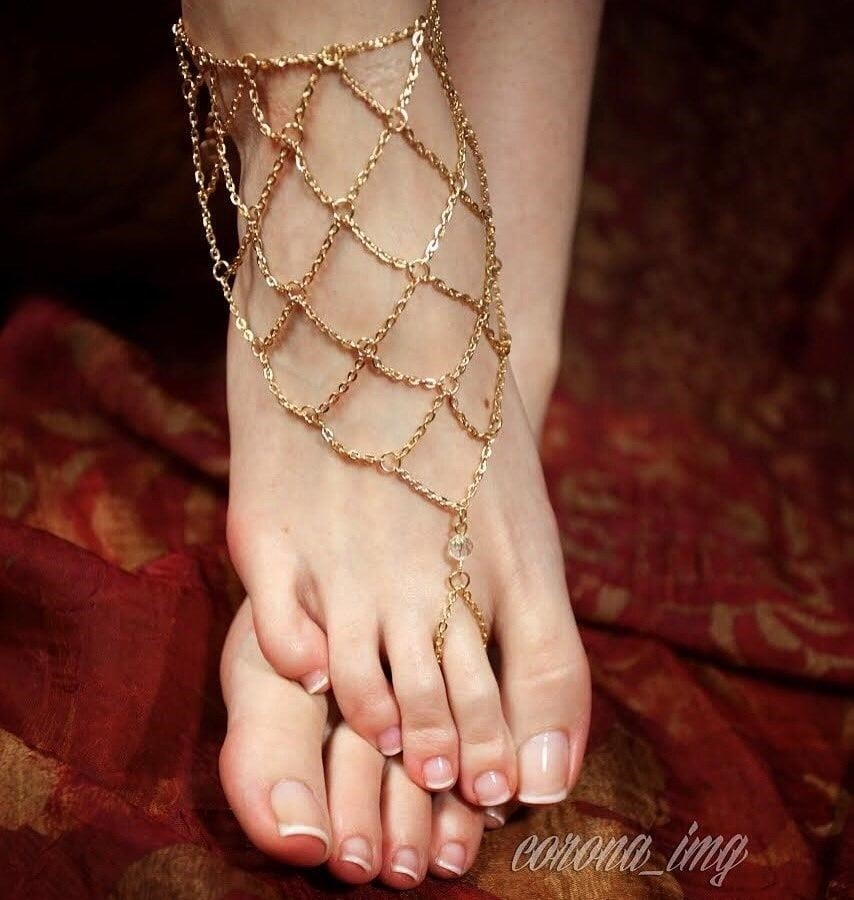 Beautiful feet babes-8609