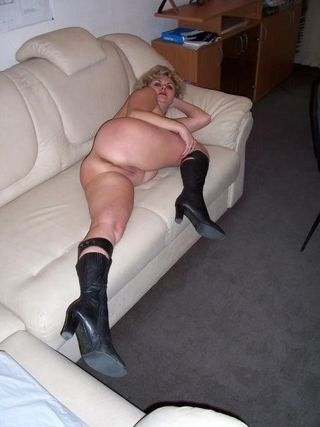Nude mature at home-2751