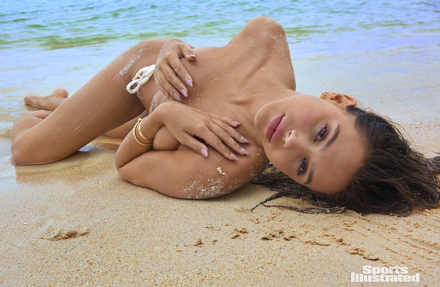Alexis Ren / Алексис Рен в купальниках из новой коллекции Sports Illustrated Swimsuit 2018 issue / in Aruba by Yu Tsai