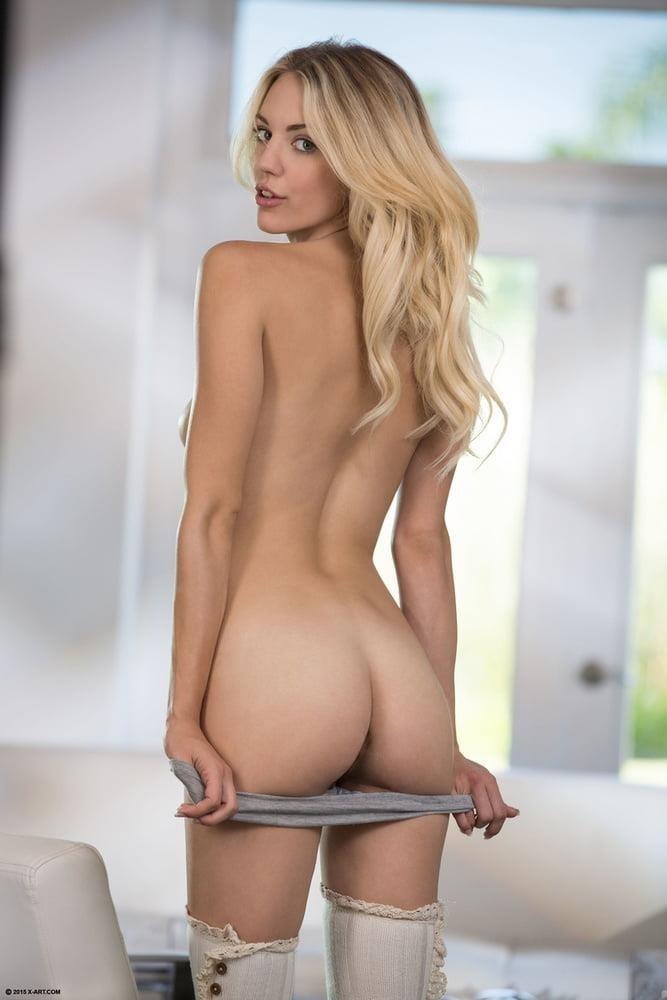 Nude girls with pretty feet-2212