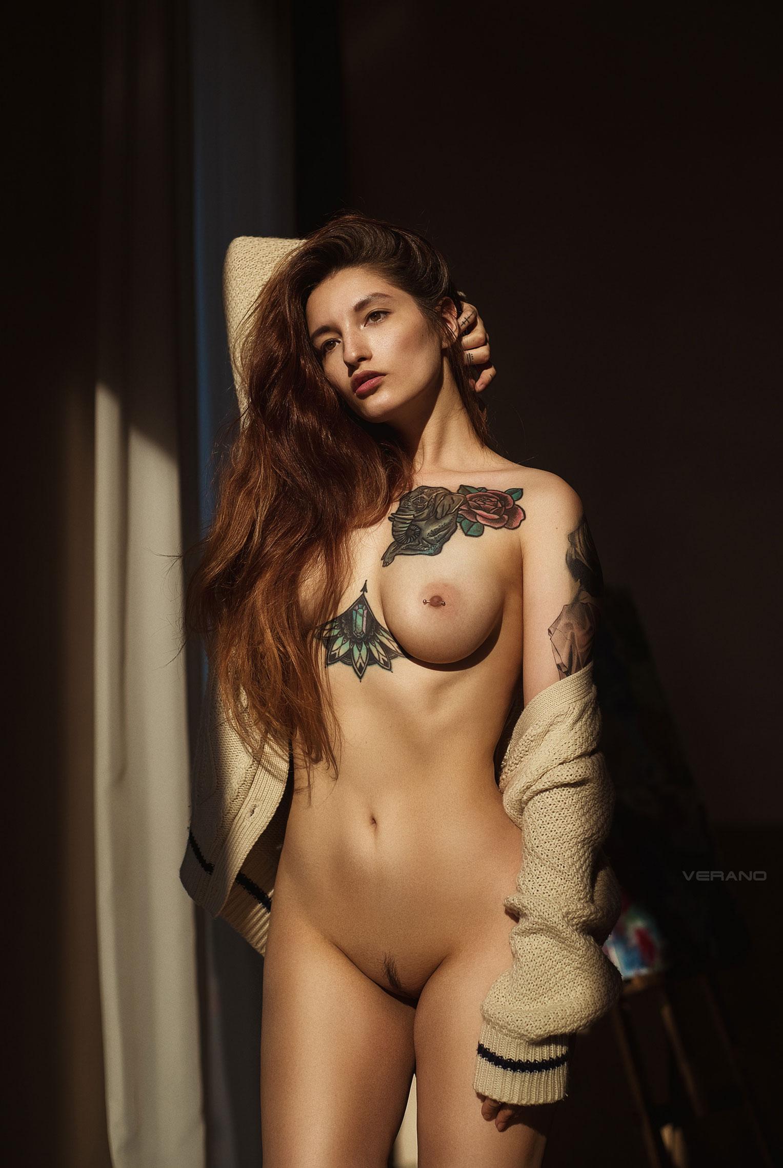 голая Валерия - фотомодель с татуировками / фото 03