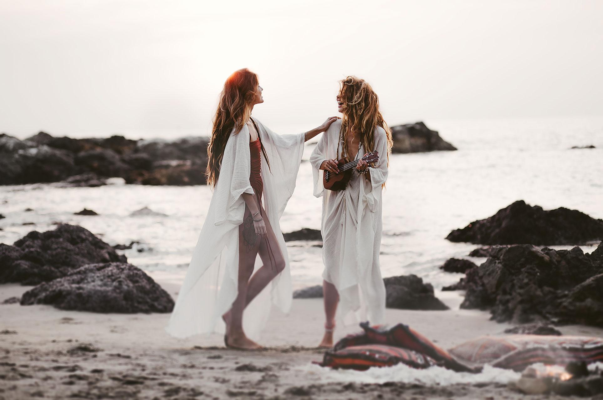 Модная одежда из натуральных тканей Studio Tia на пляжах Гоа / Alisa Belochkina and Alyona Kartushina by Asya Molochkova