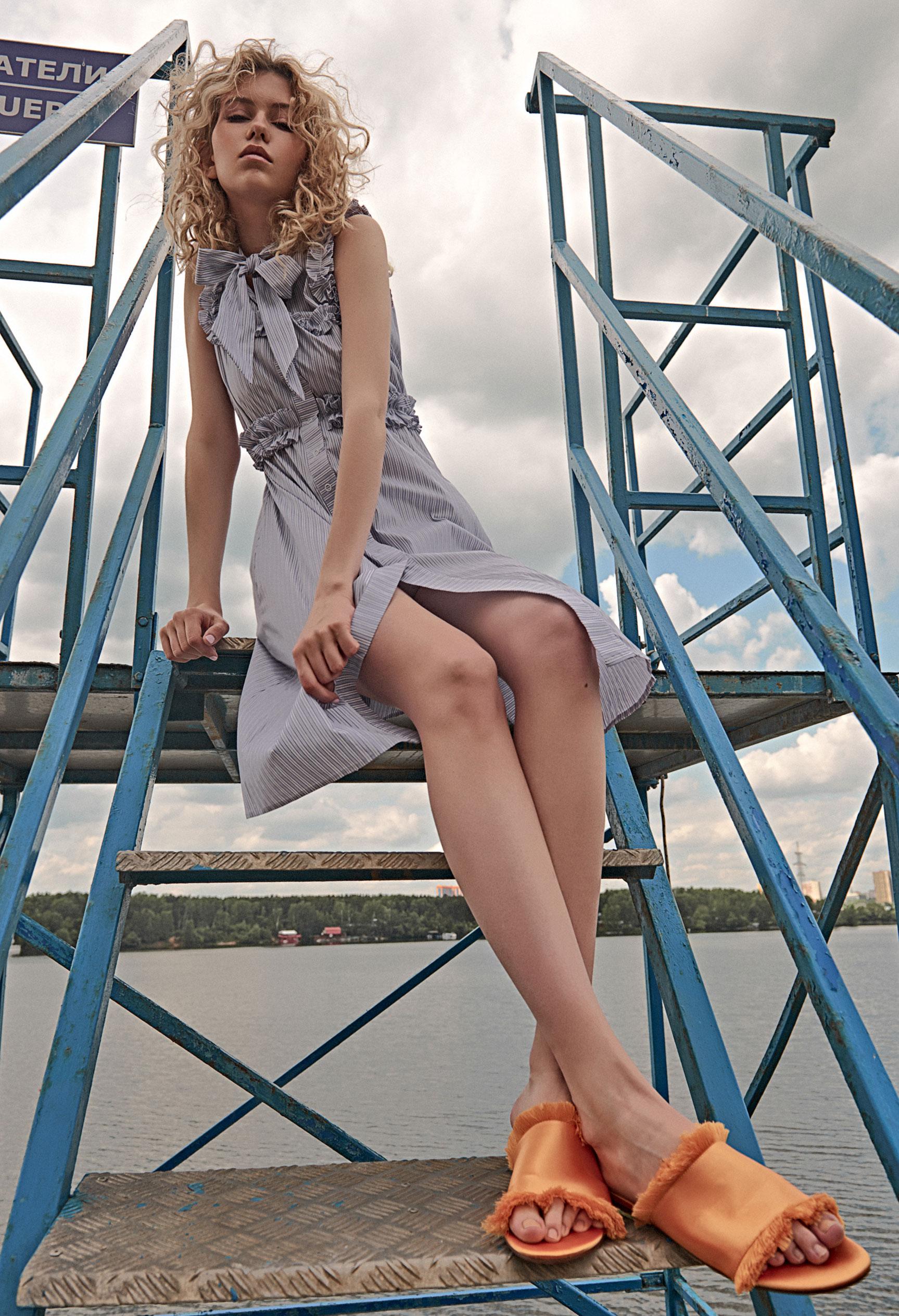 модель Алена Сальникова демонстрирует модную одежду / фото 07