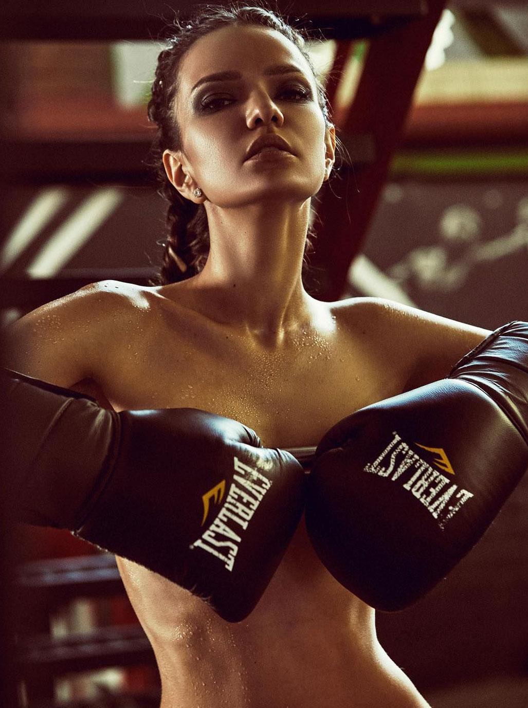 Аделина Шарипова на боксерском ринге / фотограф Алена Никифорова