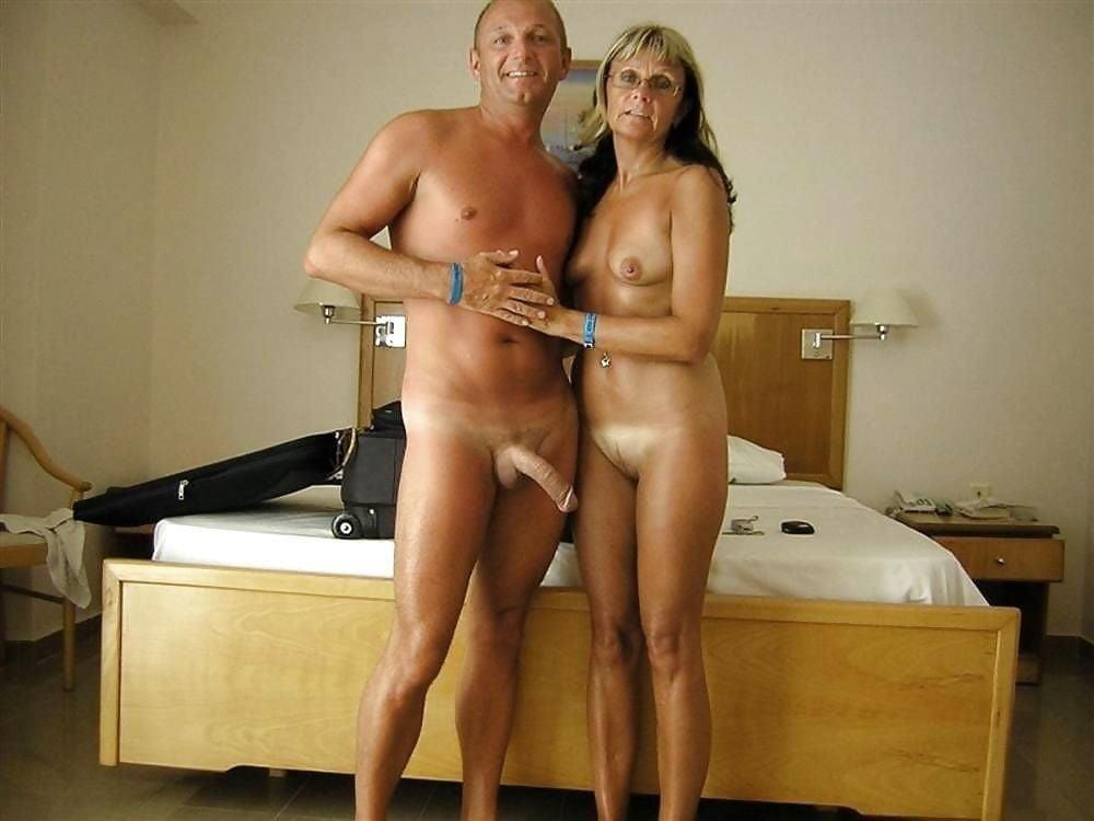 Mature couples copulating-8338
