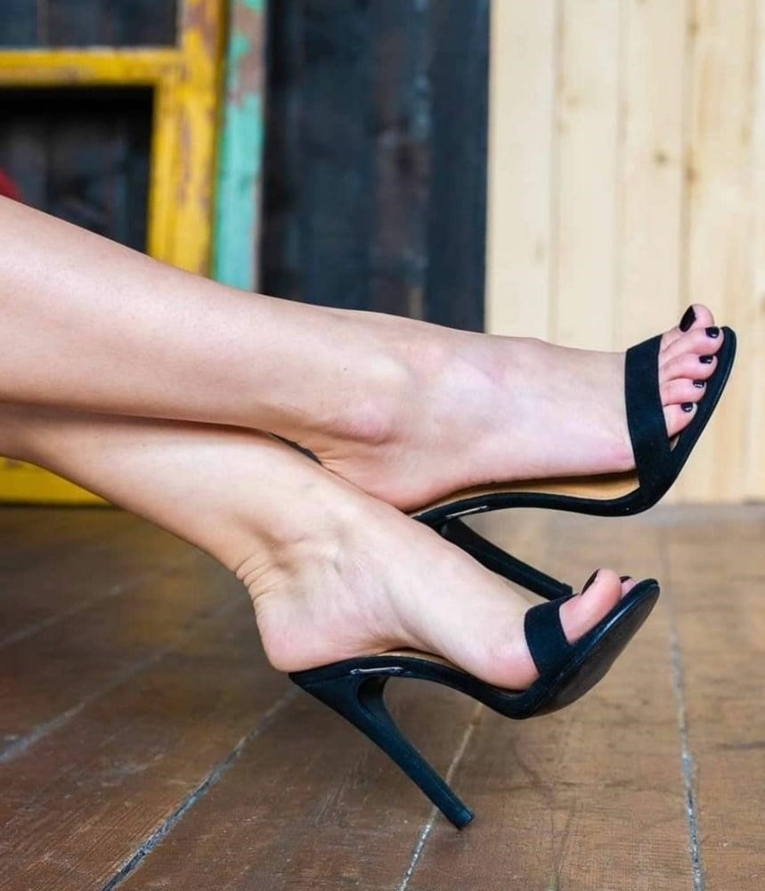Hot feet domination-9505